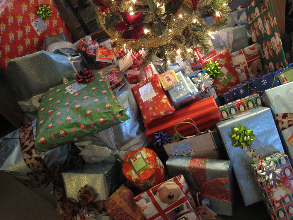 How much should you spend on a Christmas gift for your significant ...